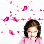 Pájaros y corazones en la habitación de las niñas