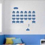 Las naves y marcianitos de Space Invaders en la pared