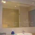 Un vinilo decorativo precioso para el espejo del baño