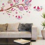 Una rama de árbol colorida, alegre y atractiva