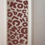 Sopa de letras en la puerta