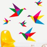 Hermoso vinilo con pájaros en origamis que salen volando