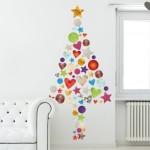 Un vinilo decorativo con un llamativo árbol de Navidad