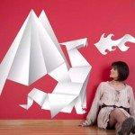 Un origami de papel precioso que recrea un dragón lanzafuego