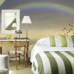 Un arco iris en la cabecera de tu cama